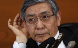 Le gouverneur de la Banque du Japon, Haruhiko Kuroda. La BoJ a annoncé mardi le maintien en l'état de sa politique de soutien à l'économie, jugeant que la reprise restait sur de bons rails, tout en réduisant ses prévisions pour le secteur exportateur, disant craindre une détérioration de la demande extérieure. /Photo prise le 18 février 2014/REUTERS/Yuya Shino