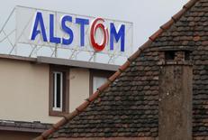 Alstom, à suivre mercredi à la Bourse de Paris. Selon les Echos, le groupe est entré dans une phase active de préparation d'une introduction en Bourse de son pôle transport et aurait choisi ses banques conseil.  /Photo prise le 21 janvier 2014/REUTERS/Vincent Kessler