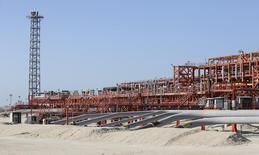 Le consortium en charge de l'exploitation du champ pétrolier géant de Kashagan (photo), au Kazakhstan, a annoncé avoir fait appel d'une amende de 134,2 milliards de tenge (530 millions d'euros) infligée par les autorités locales après des dommages causés à l'environnement sur le site. /Photo prise le 22 août 2013/REUTERS