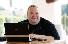 Accusé par les Etats-Unis d'être l'un des plus grands pirates de l'histoire d'internet, Kim Dotcom a annoncé jeudi la création d'un parti politique qui présentera des candidats aux élections législatives de septembre prochain en Nouvelle-Zélande, pays dans lequel il vit depuis 2010. /Photo d'archives/REUTERS/Nigel Marple
