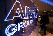 Airbus Group, à suivre jeudi à la Bourse de Paris. La compagnie aérienne japonaise Ana a annoncé jeudi qu'elle commandait 30 avions au constructeur aéronautique. /Photo prise le 26 février 2014/REUTERS/Régis Duvignau