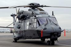 Le Qatar a signé une lettre d'intention pour l'achat de 22 hélicoptères NH90 fabriqués par une consortium européen auquel appartient Airbus Group pour près de 2 milliards d'euros, selon le ministère français de la Défense. /Photo d'archives/REUTERS/Jean-Paul Pélissier