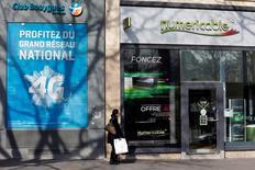 Selon Arnaud Montebourg, le gouvernement va continuer à oeuvrer pour une consolidation du marché des télécoms français après le choix de Vivendi de céder sa filiale SFR à Numericable, au détriment de Bouygues Telecom. /Photo prise le 7 mars 2014/REUTERS/Charles Platiau