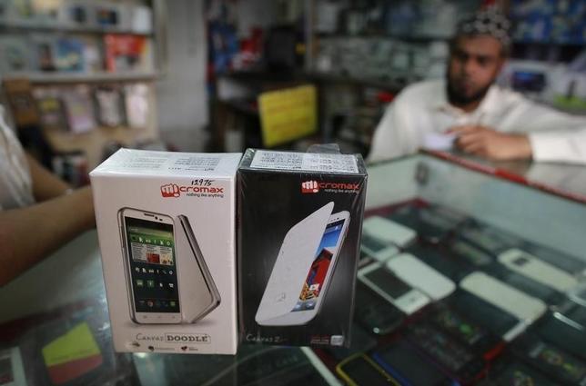 Micromax mobile phones are displayed at a mobile store in Mumbai December 4, 2013. REUTERS/Danish Siddiqui
