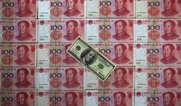 """La Chine a réagi mercredi aux déclarations des Etats-Unis jugeant que le yuan était trop faible en exhortant Washington à reconnaître ses efforts en vue de """"parfaire et réguler"""" son régime des changes.. /Photo d'archives/REUTERS/Petar Kujundzic"""