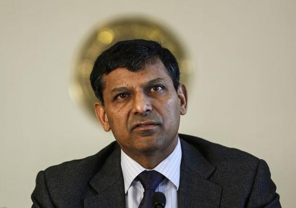 Reserve Bank of India (RBI) Governor Raghuram Rajan reads the bi-monthly monetary policy statement at a news conference at the RBI headquarters in Mumbai April 1, 2014. REUTERS/Danish Siddiqui