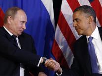 Президент РФ Владимир Путин жмет руку президенту США Бараку Обаме в Лос-Кабос 18 июня 2012 года. Владимир Путин высказал уверенность, что США останутся партнёром России в ключевых международных вопросах, несмотря на санкции за аннексию Крыма. REUTERS/Jason Reed