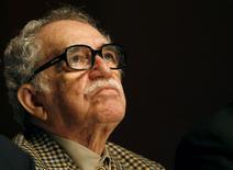 Писатель Габриэль Гарсия Маркес на церемонии вручения наград New Journalism Prize в Монтеррее 2 октября 2007 года. Колумбийский писатель, лауреат Нобелевской премии по литературе Габриэль Гарсия Маркес умер в пятницу в Мехико в возрасте 87 лет. REUTERS/Tomas Bravo