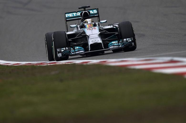 Mercedes Formula One driver Lewis Hamilton of Britain drives during the Chinese F1 Grand Prix at the Shanghai International circuit, April 20, 2014. REUTERS/Carlos Barria