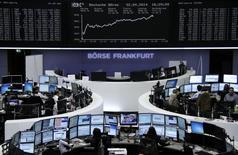 Les Bourses européennes ont clôturé en nette hausse mardi, soutenue par l'activité de fusion-acquisition dans le secteur de la santé, signe de la confiance des entreprises dans l'avenir, selon des gérants et analystes. L'indice CAC 40 a gagné 1,18% à 4.484,21 points. La Bourse de Londres a grimpé de 0,85%, celle de Francfort de 2,02%, Milan de 1,49% et Madrid de 1,41%. /Photo prise le 22 avril 2014/REUTERS/Remote
