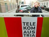 L'homme d'affaires mexicain Carlos Slim a conclu un accord avec le gouvernement autrichien susceptible de lui donner le contrôle de fait de Telekom Austria et de consolider du même coup sa percée en Europe. Son groupe America Movil participera à une augmentation de capital d'un milliard d'euros de Telekom Austria. /Photo d'archives/REUTERS/Heinz-Peter Bader