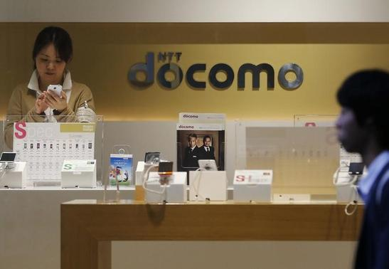 The logo of Japan's biggest mobile phone operator NTT Docomo is seen at its shop in Tokyo July 3, 2013. REUTERS/Issei Kato/Files