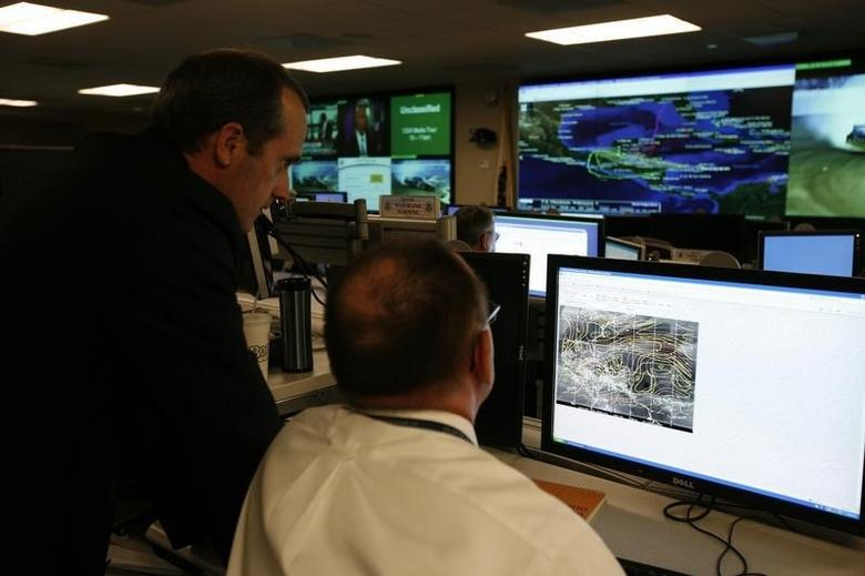 U.S. Department of Homeland Security analysts work at the National Cybersecurity & Communications Integration Center (NCCIC) located just outside Washington in Arlington, Virginia on September 24, 2010. REUTERS/Hyungwon Kang/Files
