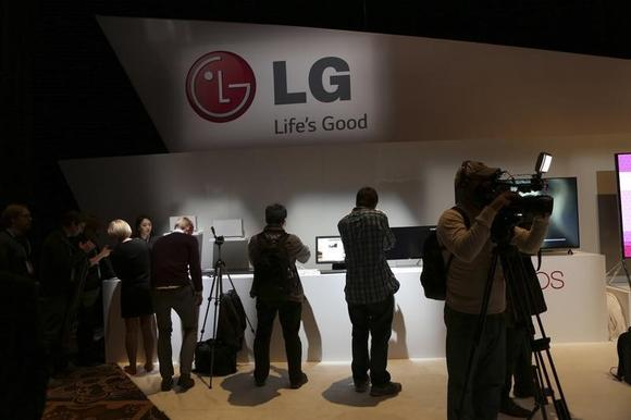 Attendees browse at products following an LG event during the annual Consumer Electronic Show (CES) in Las Vegas, Nevada January 6, 2014. REUTERS/Robert Galbraith/Files