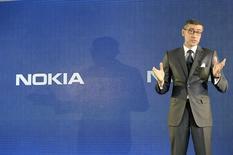 Rajeev Suri, jusqu'ici patron de la division de réseaux Nokia Solutions and Networks (NSN), et qui prendra la tête du nouveau groupe au 1er mai, présente les résultats de l'entreprise. Nokia a annoncé mardi une hausse inattendue du bénéfice de sa division d'équipements de réseaux, devenue son activité principale après la vente de son segment téléphones à Microsoft /Photo prise le 29 avril 2014/REUTERS/Heikki Saukkomaa/Lehtikuva