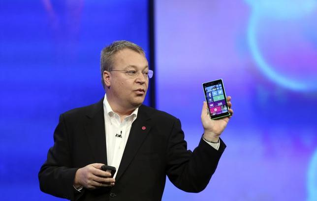Stephen Elop, vice president of Nokia, gestures while introducing the Nokia Lumia 930 mobile phone during Microsoft's ''build'' conference in San Francisco, California April 2, 2014. REUTERS/Robert Galbraith