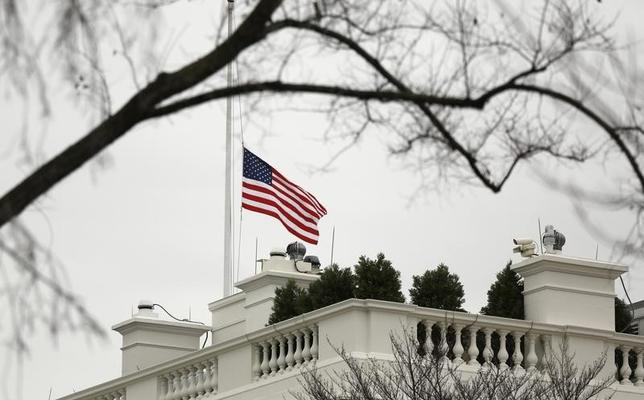 The U.S. flag flies at half staff over the White House in Washington December 6, 2013.  REUTERS/Kevin Lamarque