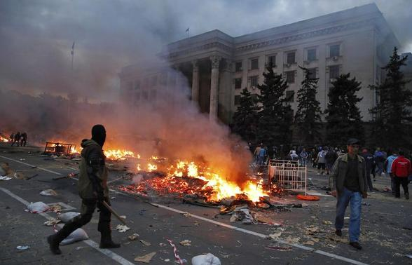 A protester walks past a burning pro-Russian tent camp near the trade union building in Odessa May 2, 2014. REUTERS/Yevgeny Volokin