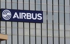 Airbus, qui sera confronté à des difficultés croissantes dans la gestion du carnet de commandes de l'A330 après 2016, à suivre lundi à la Bourse de Paris. /Photo d'archives/REUTERS/Régis Duvignau