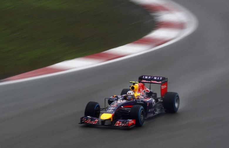 Red Bull Formula One driver Daniel Ricciardo of Australia drives during the qualifying session of the Chinese F1 Grand Prix at the Shanghai International circuit, April 19, 2014. REUTERS/Carlos Barria