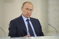 Президент России Владимир Путин на заседании Госсовета РФ в Москве 21 апреля 2014 года. Президент РФ Владимир Путин сказал, что готов обсуждать выход из кризиса на Украине с главой Организации по безопасности и сотрудничеству в Европе. REUTERS/Alexei Druzhinin/RIA Novosti/Kremlin