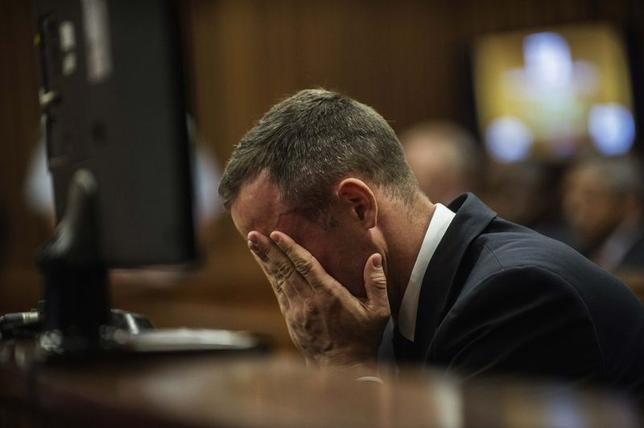South African Olympic and Paralympic athlete Oscar Pistorius sits in the dock during his murder trial in the North Gauteng High Court in Pretoria, May 8, 2014.  REUTERS/Gianluigi Guercia/Pool