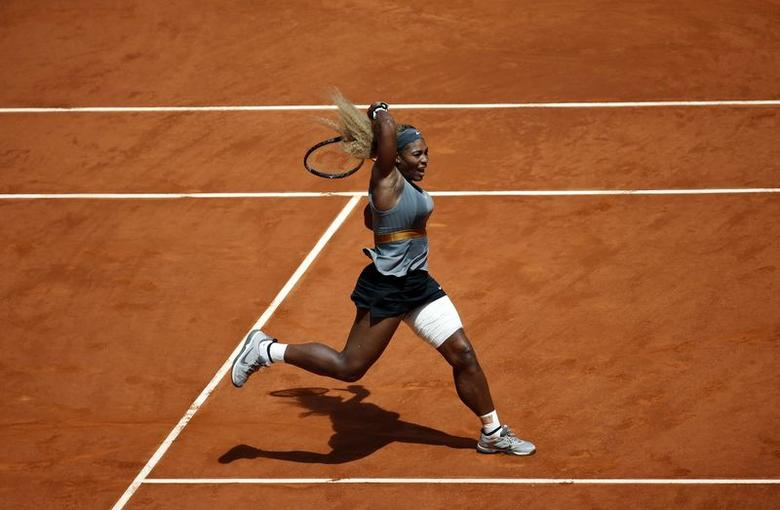 Serena Williams of the United States returns the ball to Carla Suarez Navarro of Spain during their match at the Madrid Open tennis tournament May 8, 2014. REUTERS/Susana Vera