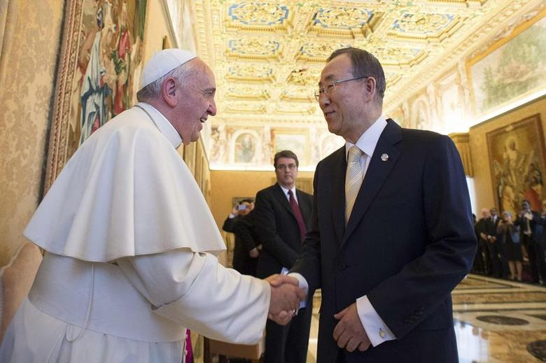 Pope Francis (L) shakes hands with United Nations (U.N.) Secretary General Ban Ki-moon during a meeting at the Vatican May 9, 2014. REUTERS/Osservatore Romano