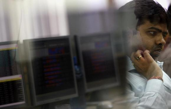 A broker looks at a computer screen while trading at a stock brokerage firm in Mumbai November 11, 2008. REUTERS/Arko Datta/Files