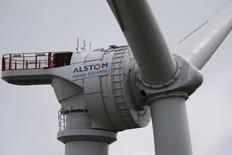 Alstom, à suivre lundi à la Bourse de Paris. François Hollande a dit samedi attendre une éventuelle offre ferme de Siemens pour se prononcer sur la meilleure solution pour l'avenir du groupe dont les activités dans l'énergie sont également convoitées par l'américain General Electric. /Photo prise le 27 avril 2014/REUTERS/Stéphane Mahé
