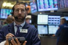 La Bourse de New York a fini en baisse de 0,6% mercredi, l'indice Dow Jones cédant 100,31 points à 16.615,13, des chiffres susceptibles de varier encore légèrement. /Photo prise le 13 mai 2014/REUTERS/Brendan McDermid