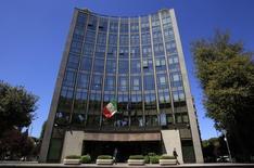 Le siège à Rome de Finmeccanica dont les actionnaires ont refusé jeudi d'inscrire dans les statuts du groupe italien de défense et d'aéronautique une clause d'éthique proposée par le gouvernement, qui forcerait les dirigeants inculpés pour certains délits financiers à démissionner. /Photo d'archives/REUTERS/Max Rossi