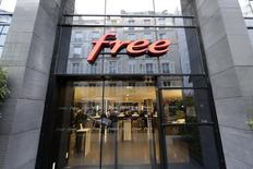 Iliad, la maison mère de Free, a recruté 595.000 nouveaux abonnés mobiles au premier trimestre 2014 et a franchi la barre du milliard d'euros de chiffre d'affaires. /Photo d'archives/REUTERS/Jacky Naegelen