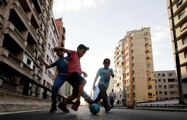 Boys play a Sunday ''pelada'' soccer match on a street closed to traffic for the day in Sao Paulo, a World Cup host city, May 4, 2014.     REUTERS/Paulo Whitaker