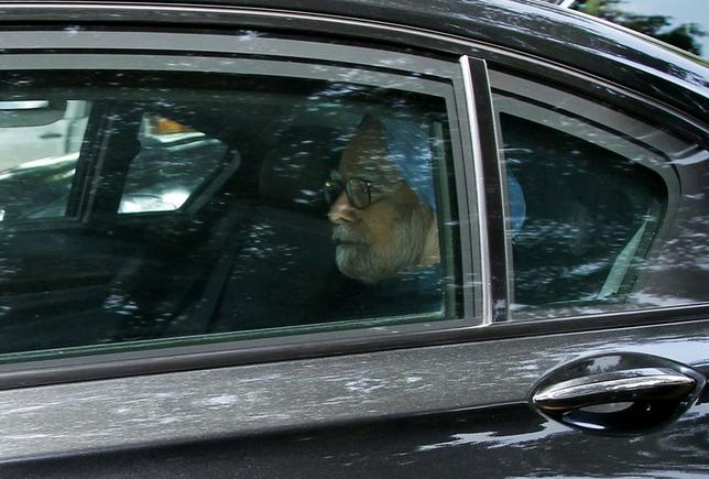 Indian Prime Minister Manmohan Singh arrives at India's presidential palace Rashtrapati Bhavan to tender his resignation to India's President Pranab Mukherjee in New Delhi May 17, 2014. REUTERS/Stringer
