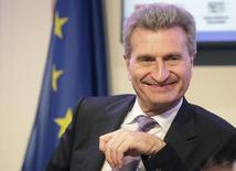 Еврокомиссар по энергетике Гюнтер Эттингер на пресс-конференции в Вене 27 июня 2011 года. Европейский союз запланировал на будущую неделю еще два раунда переговоров о цене на российский газ для Украины, чтобы решить этот вопрос к 1 июня, сообщил в понедельник Гюнтер Эттингер. REUTERS/Herwig Prammer