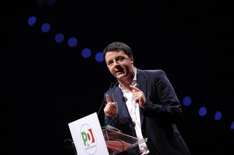 Italian Prime Minister Matteo Renzi gestures during a meeting in Turin, April 12, 2014.   REUTERS/Giorgio Perottino