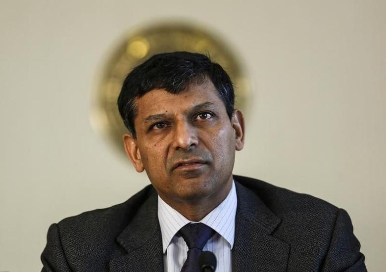 Reserve Bank of India (RBI) Governor Raghuram Rajan reads the bi-monthly monetary policy statement at a news conference at the RBI headquarters in Mumbai April 1, 2014. REUTERS/Danish Siddiqui/Files