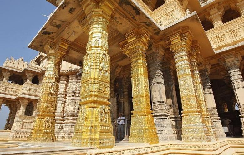 A security personnel stands guard amidst the gold-plated pillars of the Hindu god Shiva temple before the arrival of Narendra Modi at Somnath in Gujarat February 1, 2014. REUTERS/Amit Dave/Files