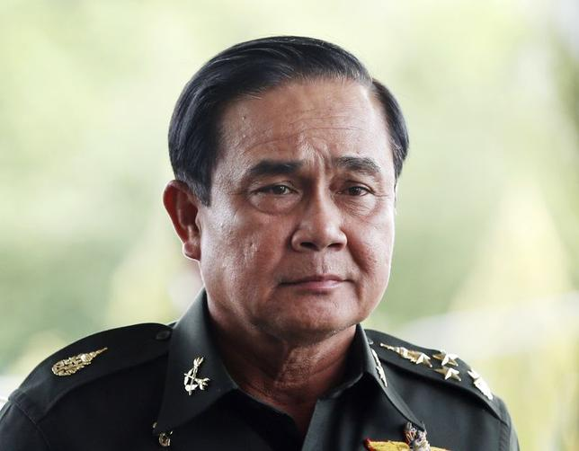 Thai Army chief General Prayuth Chan-ocha arrives to give a news conference at the Army Club in Bangkok May 20, 2014. REUTERS/Athit Perawongmetha