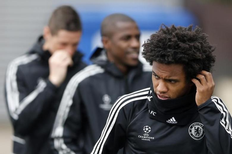 Chelsea's Willian (R) arrives for a team training session at their training ground in Cobham, southern England April 7, 2014.   REUTERS/Stefan Wermuth