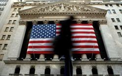 Wall Street a ouvert en légère hausse vendredi dans l'attente de la publication de la statistique des ventes de logements neufs aux Etats-Unis. Dans les premiers échanges, le Dow Jones gagne 0,19%, le Standard & Poor's 500 0,17%  et le Nasdaq Composite 0,23%. /Photo d'archives/REUTERS/Brendan McDermid