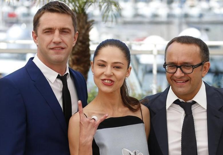 (L-R) Cast members Vladimir Vdovichenkov, Elena Lyadova and director Andrey Zvyagintsev pose during a photocall for the film ''Leviathan'' (Leviafan) in competition at the 67th Cannes Film Festival in Cannes May 23, 2014.  REUTERS/Yves Herman