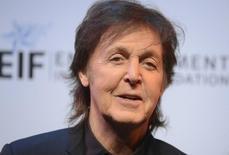 Músico Paul McCartney durante evento beneficente em Santa Monica, na Califórnia. Os fãs japoneses comemoraram nesta-sexta-feira a notícia de que o ex-Beatle Paul McCartney vai se recuperar totalmente da infecção viral que o levou a um hospital de Tóquio para tratamento. 25/09/2013. REUTERS/Phil McCarten
