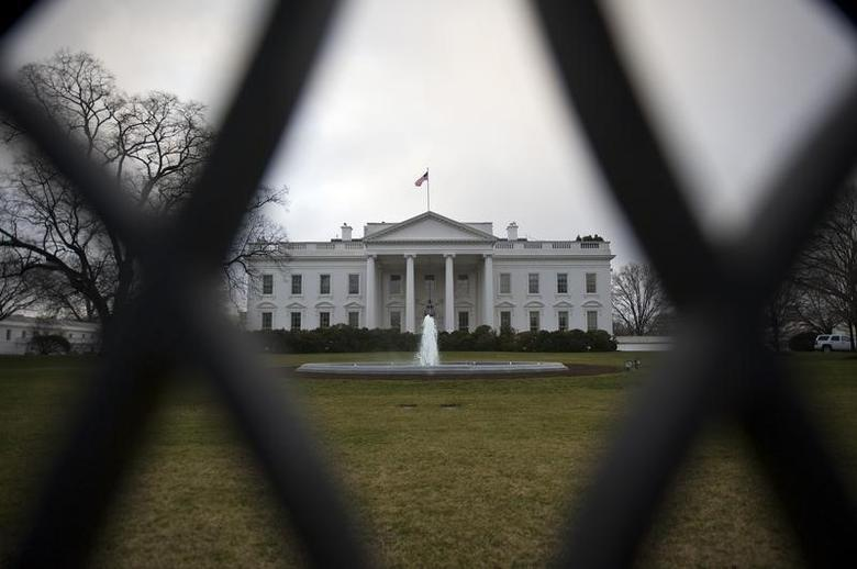 A general view through the iron fence outside of the North Lawn of the White House in Washington, January 24, 2012.    REUTERS/Jonathan Ernst