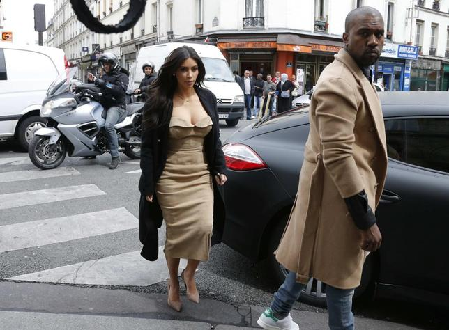 TV personality Kim Kardashian and rapper Kanye West arrive at a fashion designer workshop in Paris May 21, 2014.   REUTERS/Gonzalo Fuentes (FRANCE  - Tags: ENTERTAINMENT) - RTR3Q77L