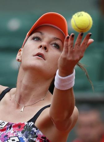 Agnieszka Radwanska of Poland serves to Shuai Zhang of China during their women's singles match at the French Open tennis tournament at the Roland Garros stadium in Paris May 25, 2014.     REUTERS/Jean-Paul Pelissier