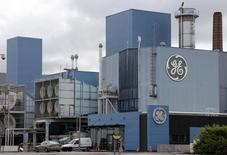 General Electric prendra un engagement chiffré en matière de création d'emplois dans le cadre de son projet de rachat de la branche énergie d'Alstom, déclare mardi le PDG du groupe américain, Jeffrey Immelt. /Photo prise le 27 avril 2014/REUTERS/Vincent Kessler