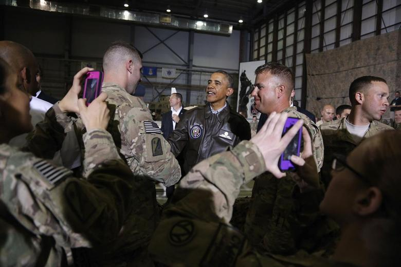 Soldiers take photos as U.S. President Barack Obama (C) shakes hands with troops after delivering remarks at Bagram Air Base in Kabul, May 25, 2014. REUTERS/Jonathan Ernst