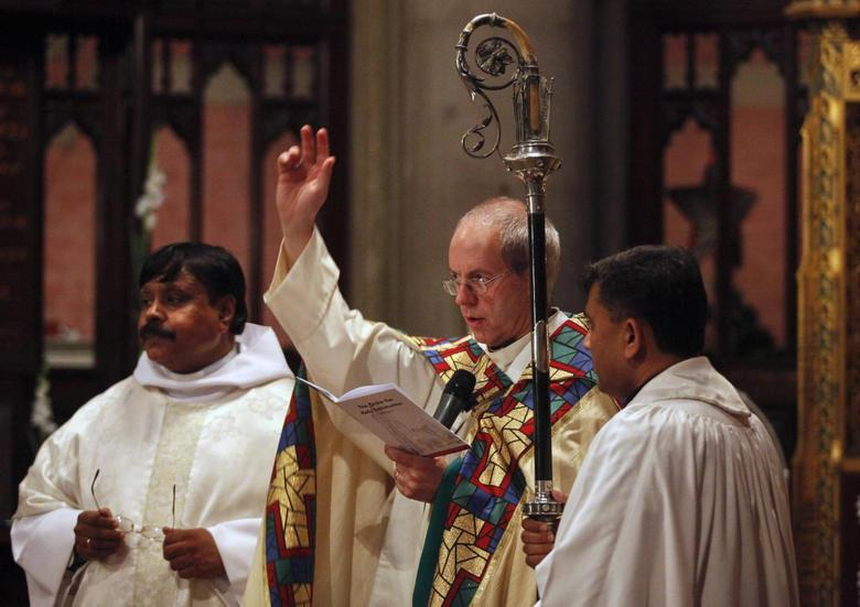 The Archbishop of Canterbury Justin Welby (C) attends a special Thanksgiving service at the Cathedral Church of the Resurrection in Lahore May 28, 2014. REUTERS/Mohsin Raza
